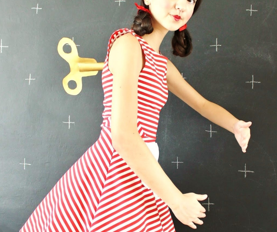 Turn your daughter into an instant wind-up doll with this easy costume idea